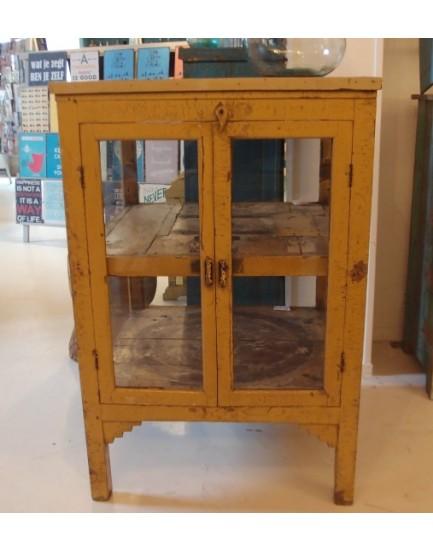Authentieke  vierkante vitrinekast